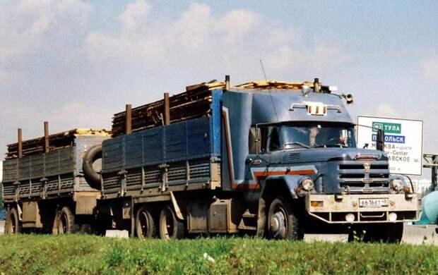 Особо популярным был длинный трехосный ЗиЛ-133 в привычной для Союза бортовой комбинации. 90-е, грузовик, дальнобойщики, тюнинг