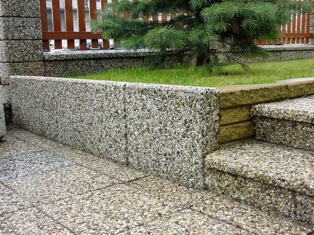 «Мытый бетон» — необычный материал, позволяющий креативно украсить участок