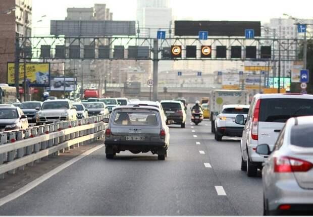 Власти Москвы не планируют ограничивать въезд в город, но и отменять перчаточный режим - тоже