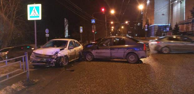 Двое детей получили травмы в аварии на улице Максима Горького в Ижевске