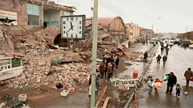 Армянский плевок в руку помощи Азербайджана