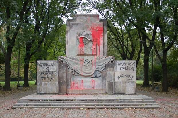 """У Польши девиз: """"Помнить, нельзя забыть!"""", превратился в """"Помнить нельзя, забыть!"""""""
