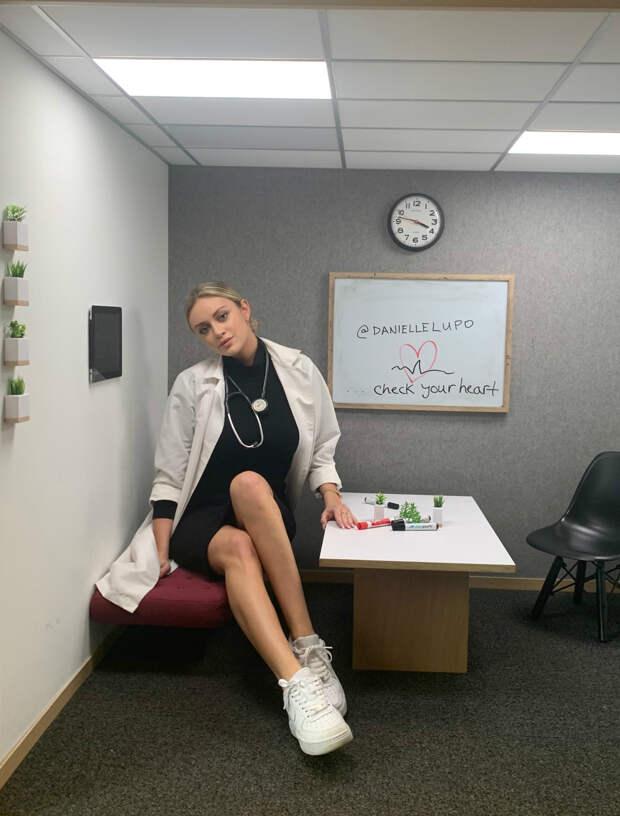 Медсестра взяла себе псевдоним и стала втайне работать моделью