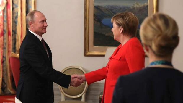 Политический треугольник: Меркель должна «втиснуться» между Путиным и Трампом