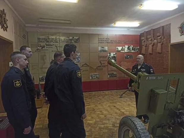 Военнослужащие весеннего призыва армейского корпуса Черноморского флота посетили музей славы 126 Горловской дивизии