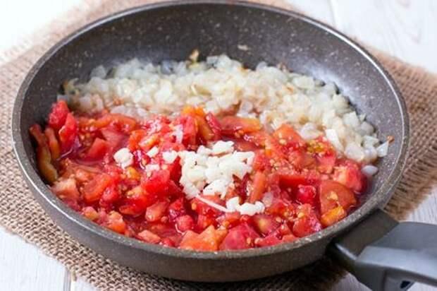Макароны с помидорами и луком. Этап: 4