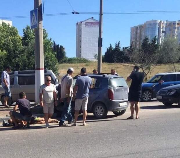 ДТП в Севастополе: водитель погиб, но спас детей (фото)