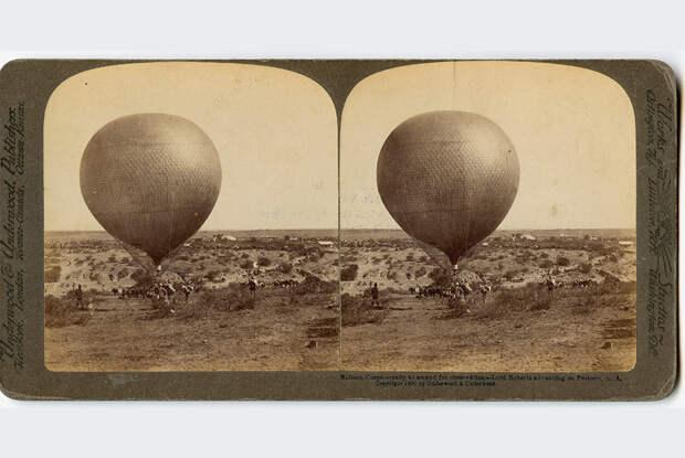 На английской стереофотографии 1900 года «воздухоплавательный парк наблюдения за противником» армии лорда Робертса в окрестностях Претории (Южная Африка) во время Англо-бурской войны