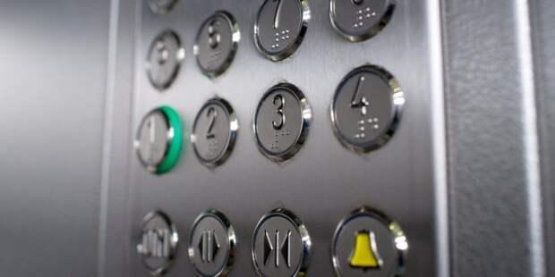 Специалисты отремонтировали лифт в доме на Декабристов