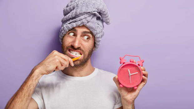 Сколько минут нужно уделять чистке зубов, рассказали ученые