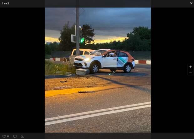 Водитель бросил каршеринг на месте ДТП в Капотне и удрал