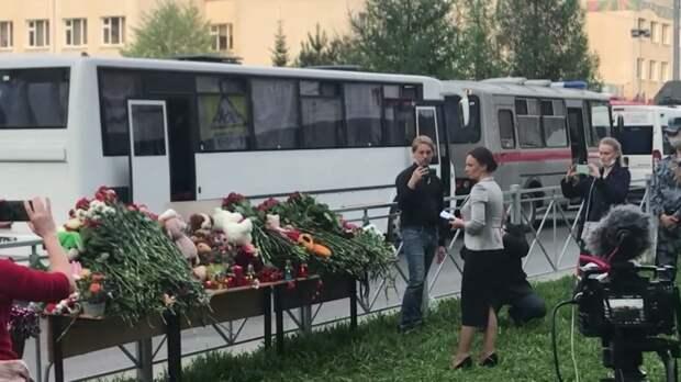 После трагедии в Казани в цветочных магазинах города не осталось гвоздик