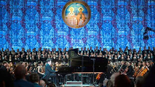 Роман Лункин, религиовед: «Именно от церкви многие ждут сегодня образ российского будущего»