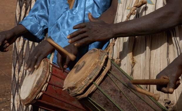 Первыми среди музыкальных инструментов были ударные, их создавали для ритуальных целей