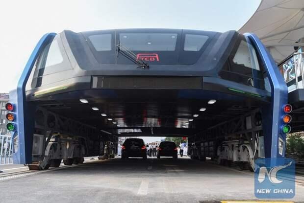 В Китае прошли испытания портального надземного автобуса автобус, китай, общественный транспорт, пробки