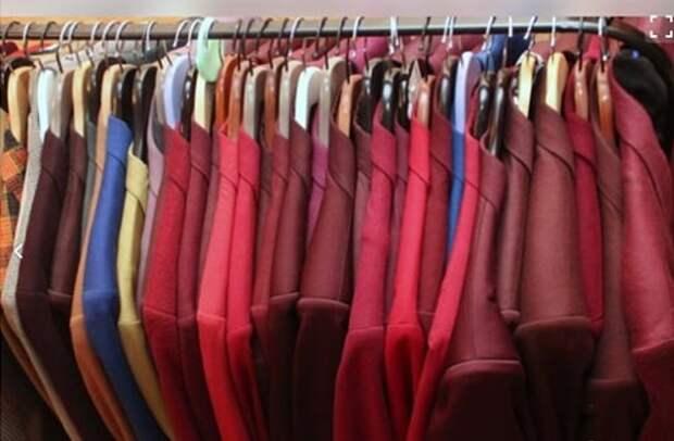Выставленные на продажу пиджаки «Реального прикида». Скриншот сайта avito.ru