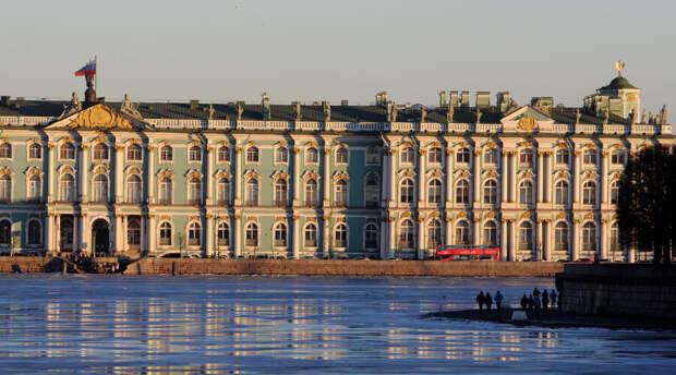 Страсть к искусству: петербуржец пытался влезть в Эрмитаж по водосточной трубе