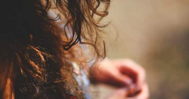 Волосы, девушка, задумалась
