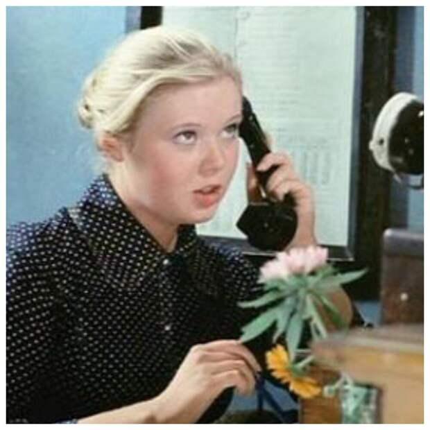 «Ты бы улыбнулась бы хоть Лещева». Как сложилась судьба красавицы телефонистки из фильма «Афоня»