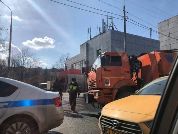 Автобус и грузовик столкнулись на Череповецкой улице