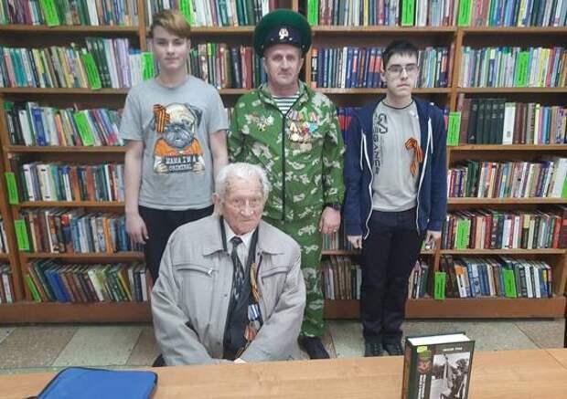 Старейший эпидемиолог встретился со школьниками Саратова