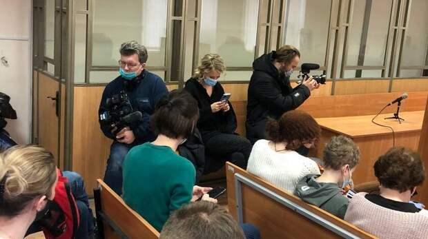 Ксения Собчак приехала вРостов навынесение приговора активистки Анастасии Шевченко