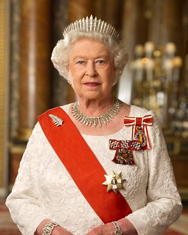 Королева Великобритании отказалась от салюта в свой день рождения