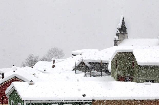 """На фоне сильнейших морозов и снегопадов в Европе """"Газпром"""" снизил объем транзита через Украину. Киев по-русски к нему взывает"""