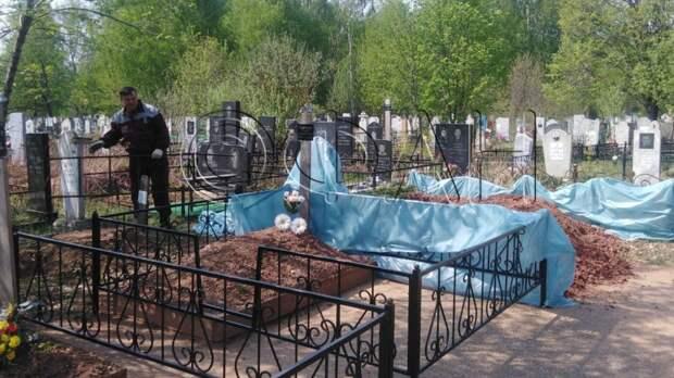 В Татарстане простились с учительницей, отдавшей жизнь за учеников