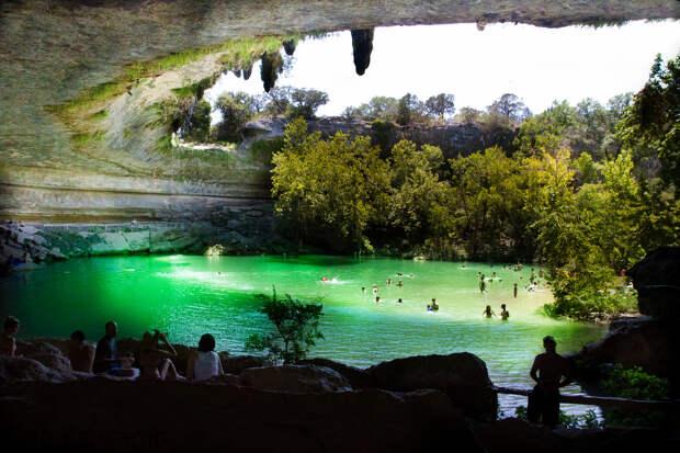 10 невероятных мест, где можно купаться, но не каждый на это осмелится