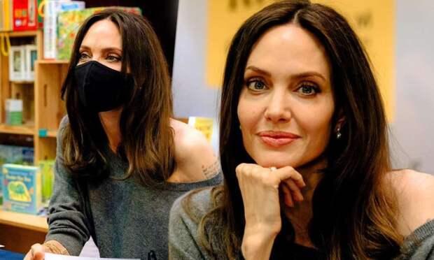 Анджелина Джоли выпустила новую книгу о защите прав детей