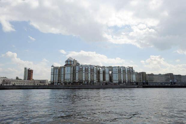 DSC 49571 Нефасадный Петербург: вид с воды