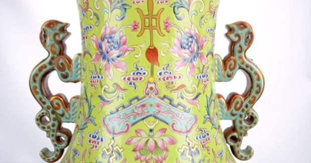 Старушка продала за 9 миллионов рублей вазу, которую использовала как подставку для зонтиков