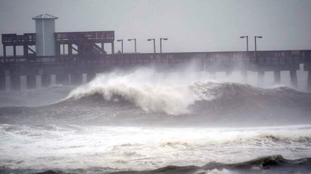 """Ураган """"Салли"""" угрожает США историческими наводнениями"""