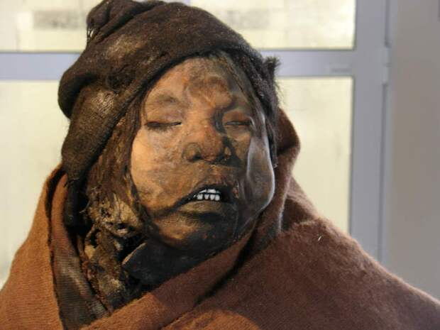 Инкские мумии принесенных в жертву детей и женщин