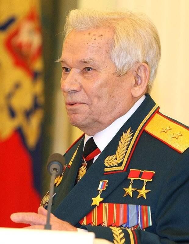 Центробанк выпустил монеты с изображением оружейника Михаила Калашникова