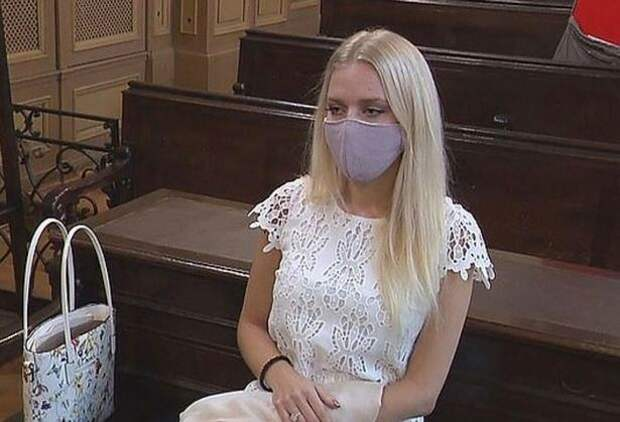 Девушка отпилила руку ради страховки, нополучила тюремный срок