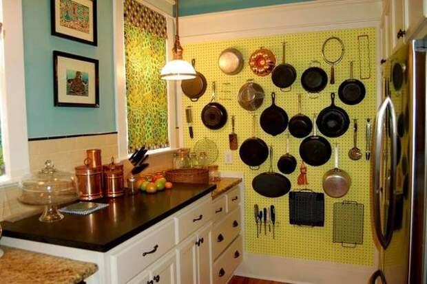 Декор стен из подручных материалов своими руками