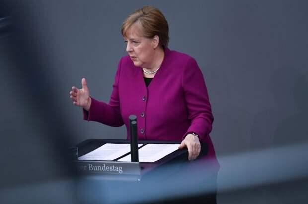 Меркель пообещала послабления для привившихся от COVID-19