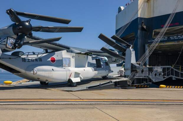 Япония стала первым в мире иностранным покупателем американских транспортно-десантных конвертопланов V-22 «Osprey». И это вряд ли случайно!