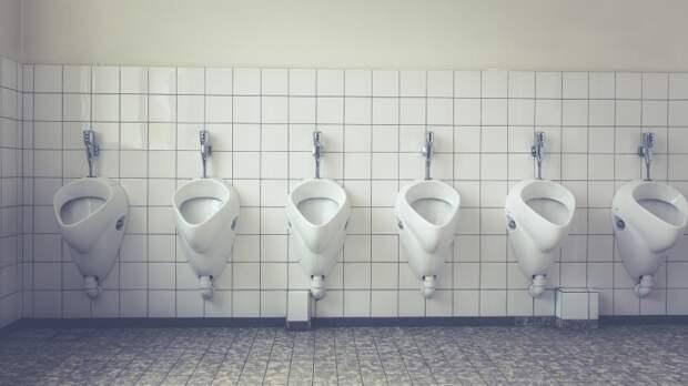 В Москве гей-извращенец подглядывал за мужчинами в туалете и снимал их на видео