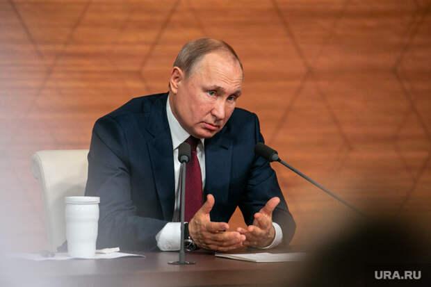 Опрос: сколько россиян доверяют Путину