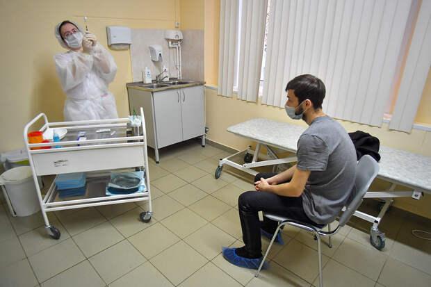 Обязательную вакцинацию ввели в Москве для работников сферы услуг