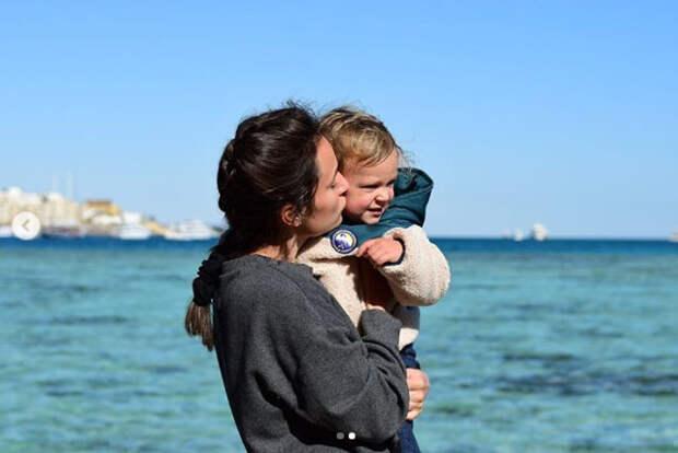 девушка с сыном
