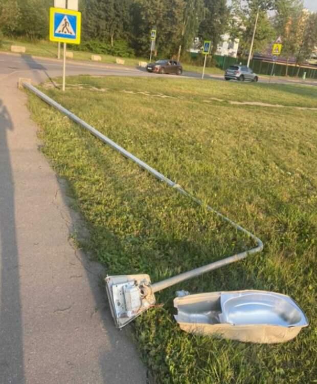 На Челобитьевском разбили фонарный столб