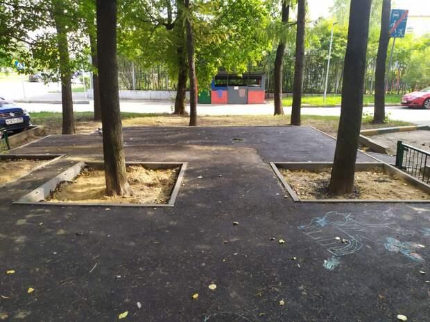 На детской площадке на Академика Комарова заменили асфальт