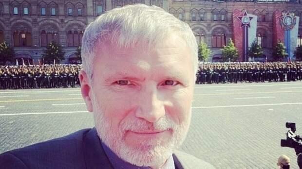 Депутат Журавлев возложил цветы к памятнику Советскому солдату у Ржева