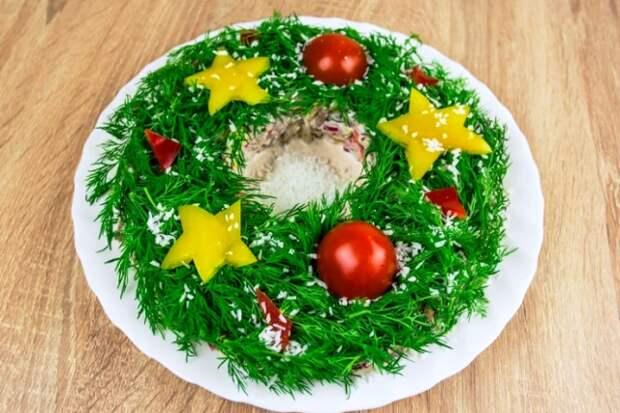 Украшение салатов на Новый 2021 год: как украсить, самые лучшие идеи31