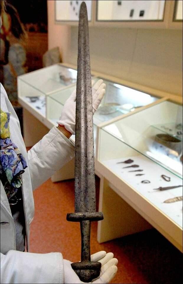 Как попал в Сибирь меч Каролингов?