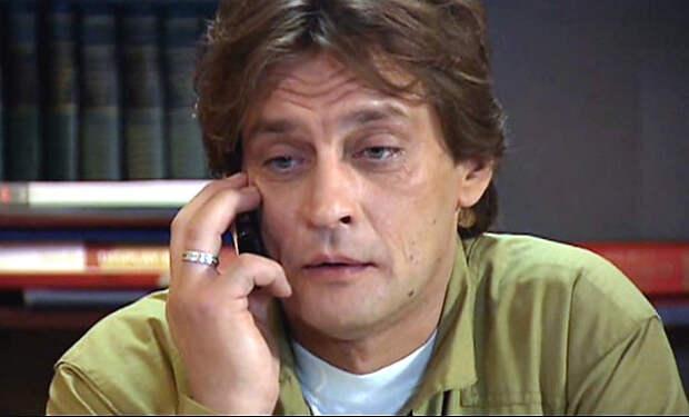 В спектакле МХАТ им. Горького Домогарова заменили на Куценко